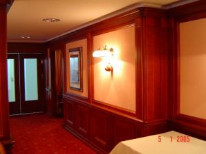 Hotel - hol(kasetony i filungi z drewna bukowego)