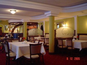 Restauracja SAN REMO Zgierz - przegrody szklano - drewniane