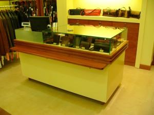 lada (drewno mahoniowe, szkło, mdf lakierowany)