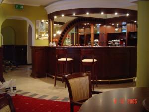 Restauracja SAN REMO Zgierz (drewno bukowe, stal nierdzewna, szkło)